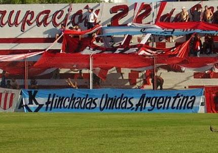 La violencia y las barras operan con un grado de organización frente a hinchas desorganizados (foto via diariouno.com.ar)